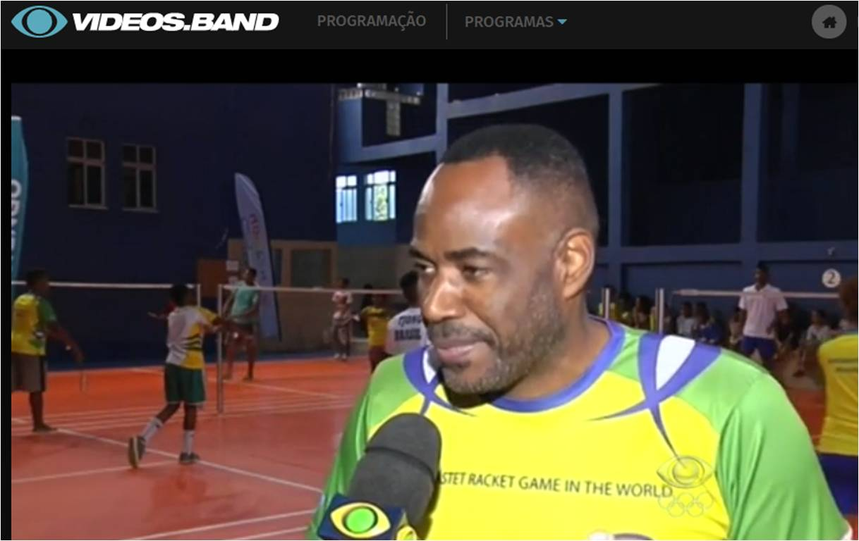 Jovens aprendem Badminton através do Samba – Band – Junho 2016